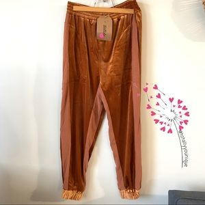 Listicle Velvet Two Toned Relax Fit Sweatpants